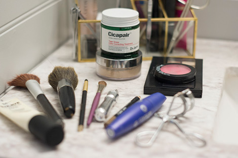 فیلم-آموزش-Simple-and-Everyday-Basics-of-Makeup